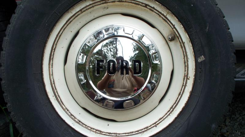 Stainless Steel 61/65 Hubcaps with Ford letters in Black